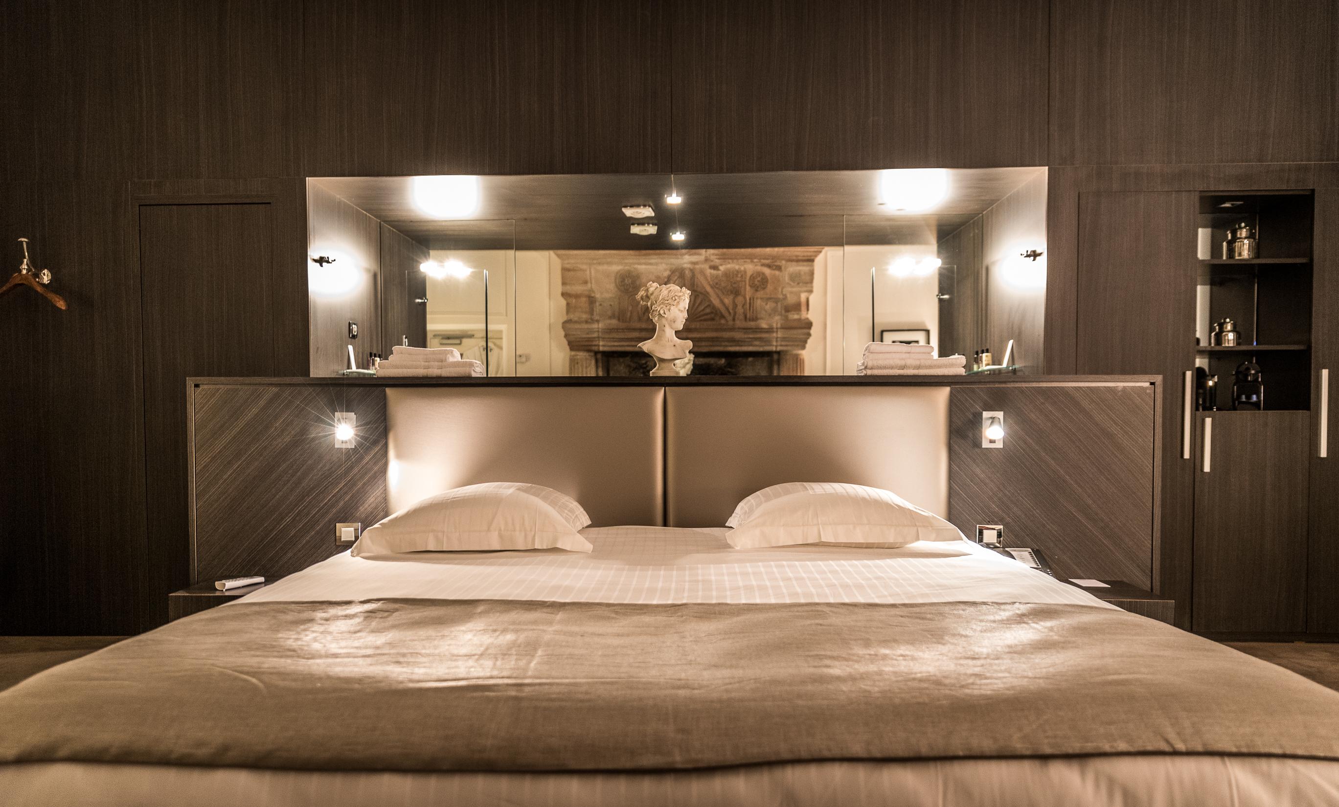 Chambre deluxe hotel 4 brive ch teau de lacan hotel de for Hotel du collectionneur nombre de chambres
